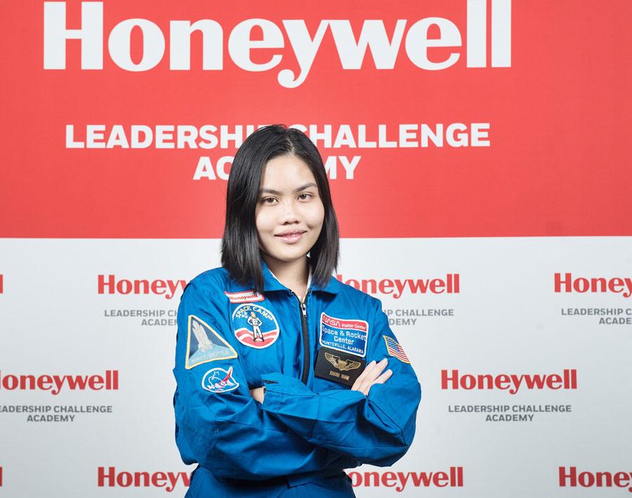 Nữ sinh Việt Nam được tham gia huấn luyện tại trung tâm vũ trụ